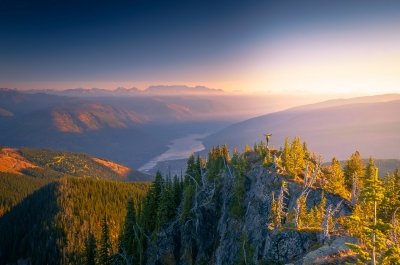 A hiker on Toad Peak overlooking Kootenay Lake in Nelson, BC.