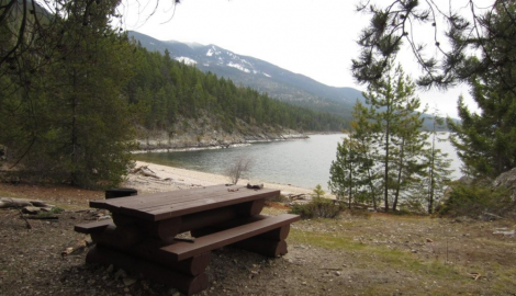 Picnic table and beach at Pebble Beach Rec Site near Crawford Bay